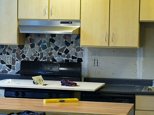 Choosing A Metallic Tile Backsplash