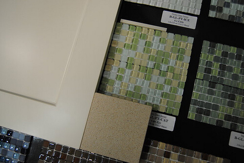 Learn how to choose a kitchen tile backsplash