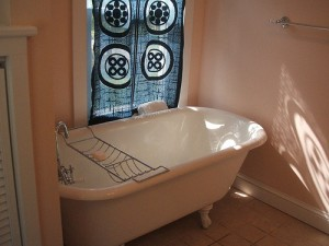 Repaint An Existing Clawfoot Bathtub